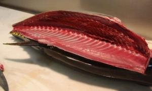 tuna_cut.jpg